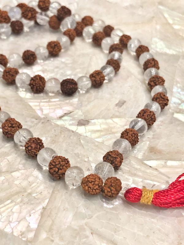 Particolare Mala Quarzo Ialinoe Rudraksha