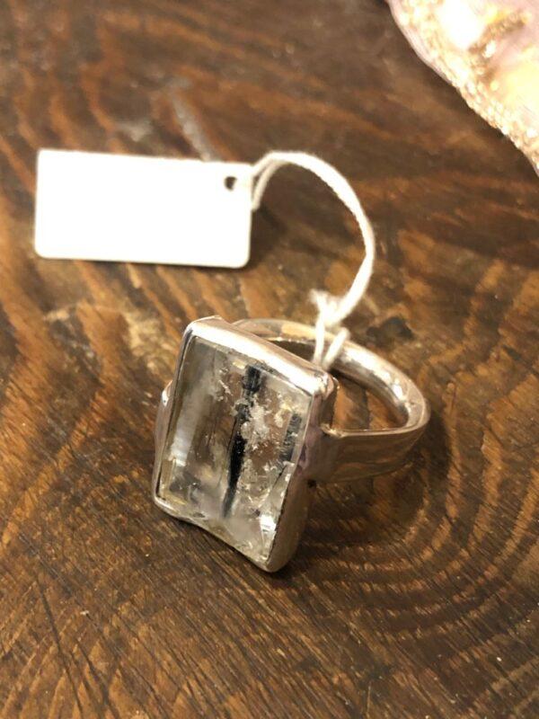 Anello in quarzo tormalinato su argento