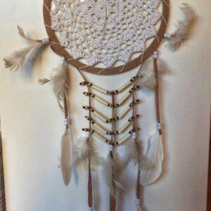 Acchiappasogni bianco e beige con perline 22cm